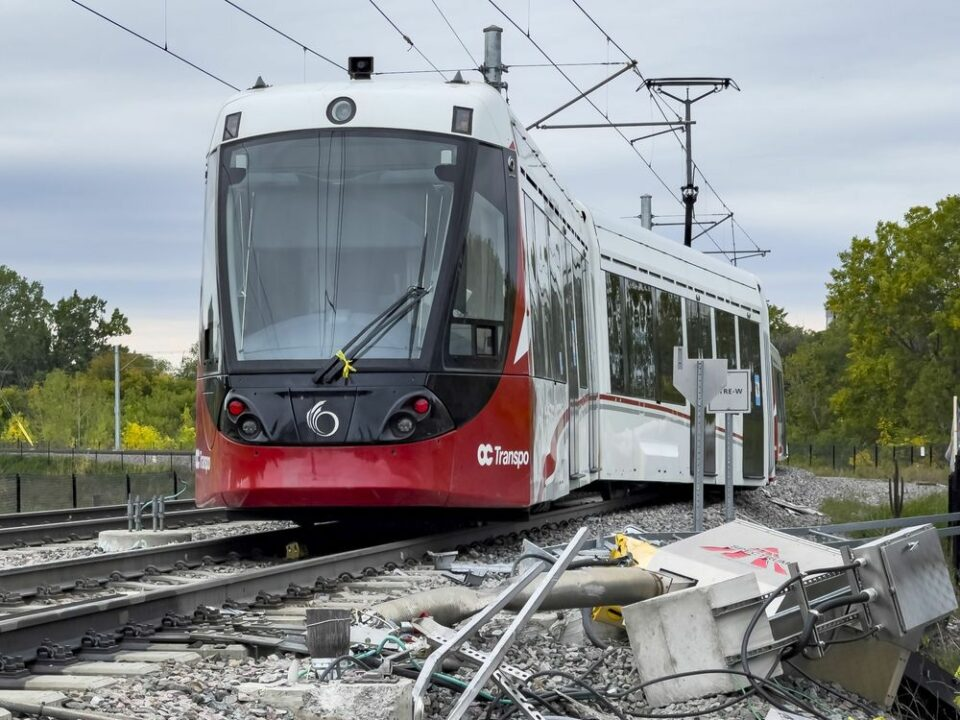 Maillot de bain Derailed LRT prepare used to be off the tracks when it pulled into yell and crossed a bridge, federal agency says