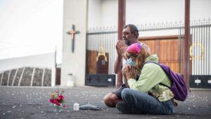 Maillot de bain Los últimos de Todoque antes de ser engullido por la lava: «Solo nos queda rezar»