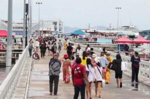 Maillot de bain Pattaya comes alive as thousands flock to Koh Lan