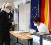 Maillot de bain Almanya'da seçmenler sandık başında