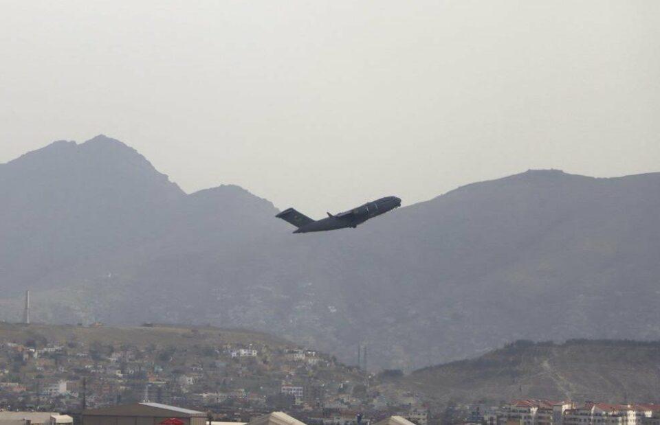 Maillot de bain Aposentados das forças especiais afegãs estão resgatando americanos