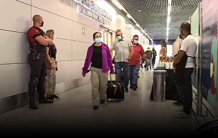 Maillot de bain Atenção: EUA pedem ao Itamaraty que aceite 3 voos semanais, com deportados brasileiros