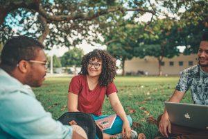 Maillot de bain Uma Conversa Sobre Inglês Acadêmico e Educação Superior nos EUA