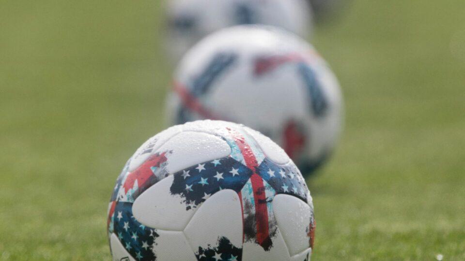 Maillot de bain Brazilian footballer arrested after kicking referee in head