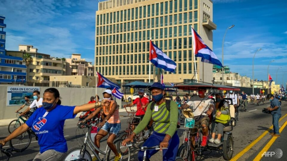 Maillot de bain Biden signs laws supporting mystery 'Havana Syndrome' victims